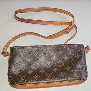 Louis Vuitton Bags - Authentic Louis Vuitton Trotteur Crossbody